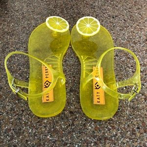 Katy Perry lemon sandals size 10